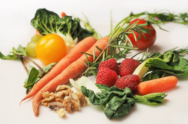 fruits and vegetables contain vitamins and minerals